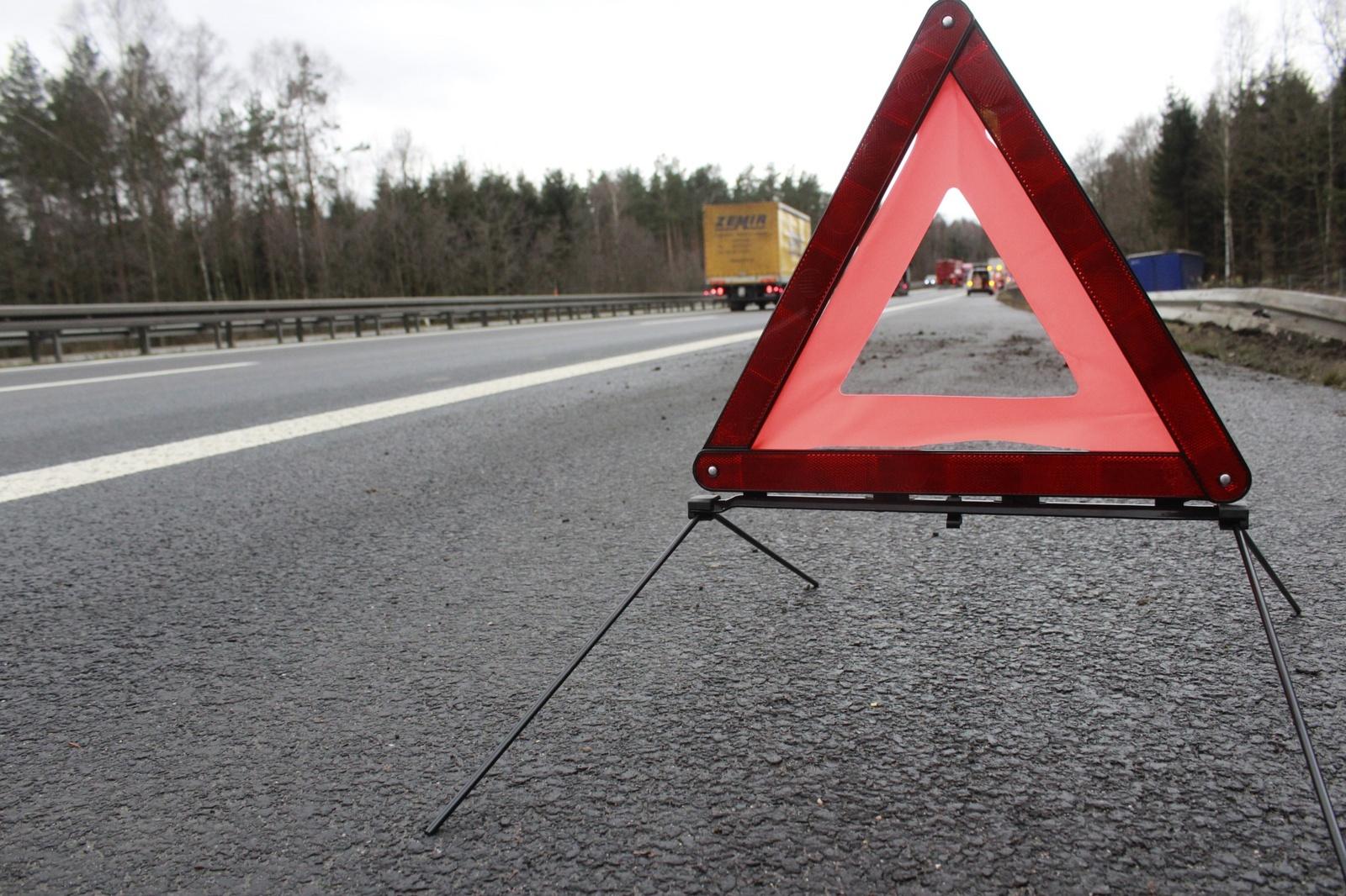 Kelyje Panevėžys-Ryga apsivertė neblaivaus vokiečio vairuotas automobilis