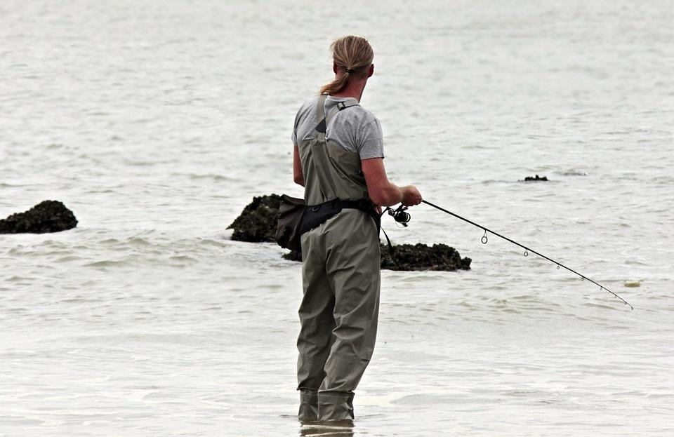Siekiama sustiprinti verslinės ir mėgėjų žvejybos jūrų vandenyse kontrolę