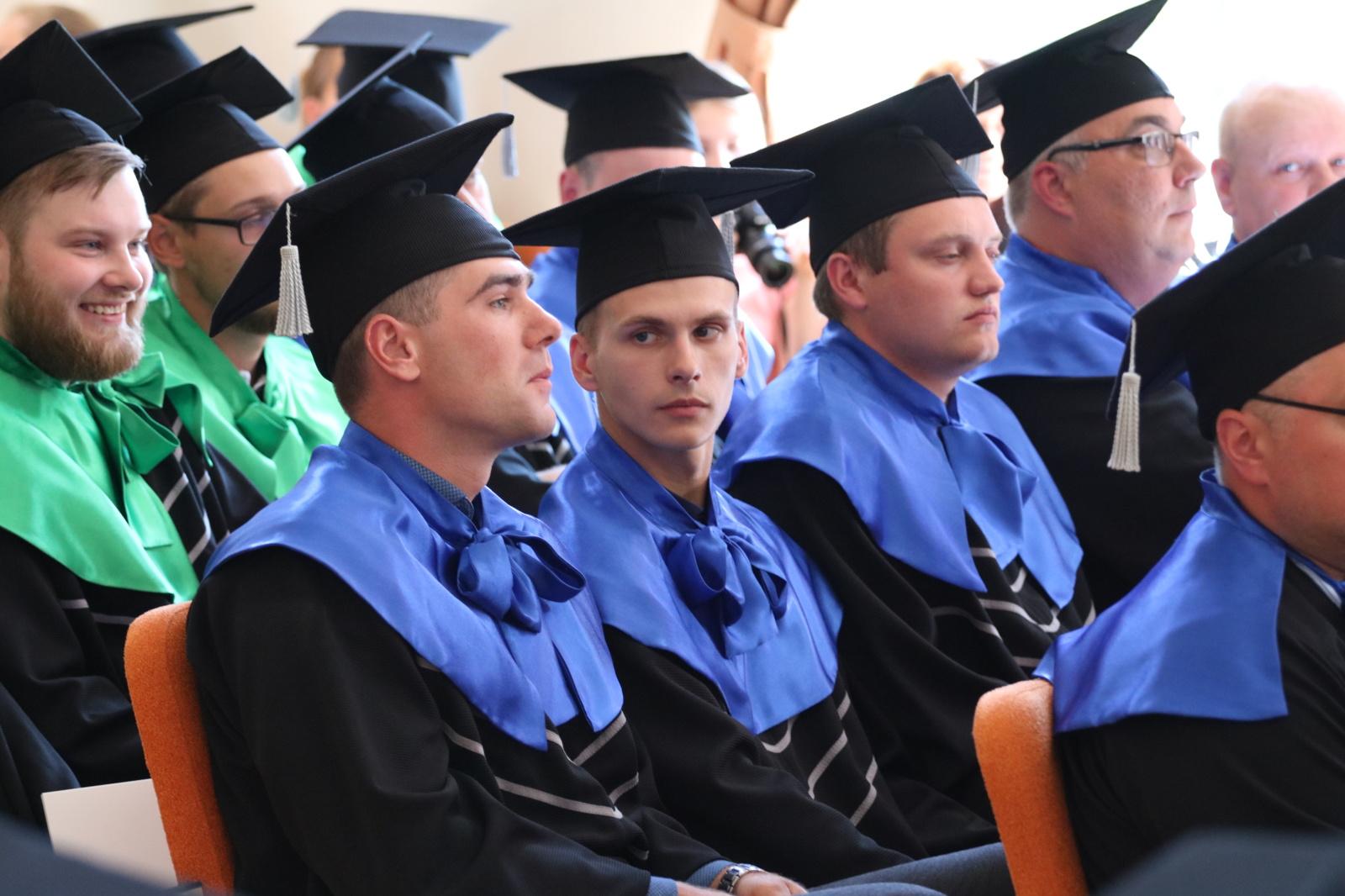 Šiaulių valstybinėje kolegijoje įteikti diplomai studijas baigusiems studentams (fotogalerija)
