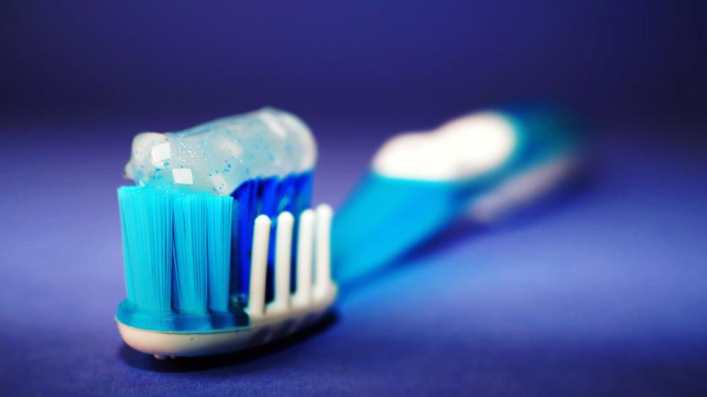 Neįprasti, bet labai naudingi dantų pastos panaudojimo būdai