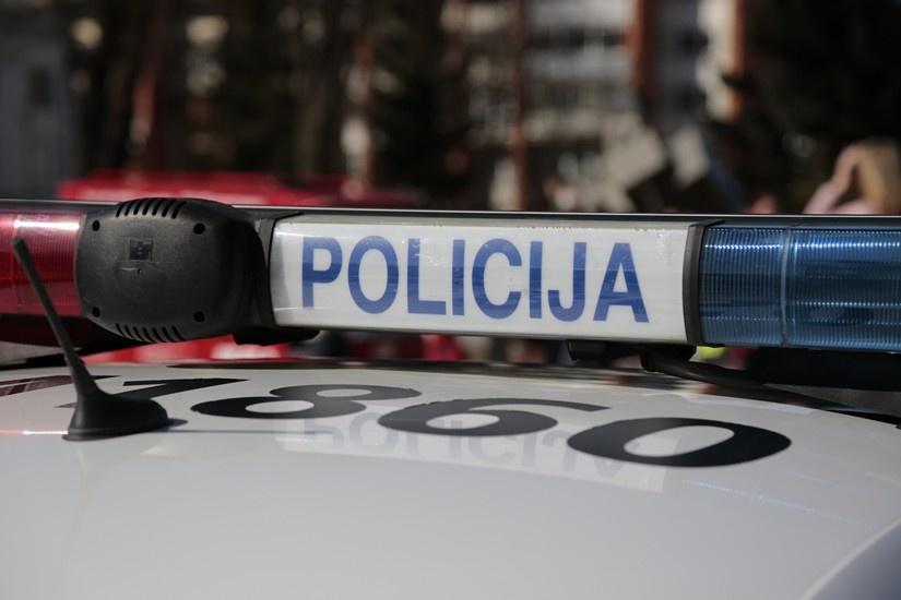 Policija aiškinasi, kieno bute augo kanapės