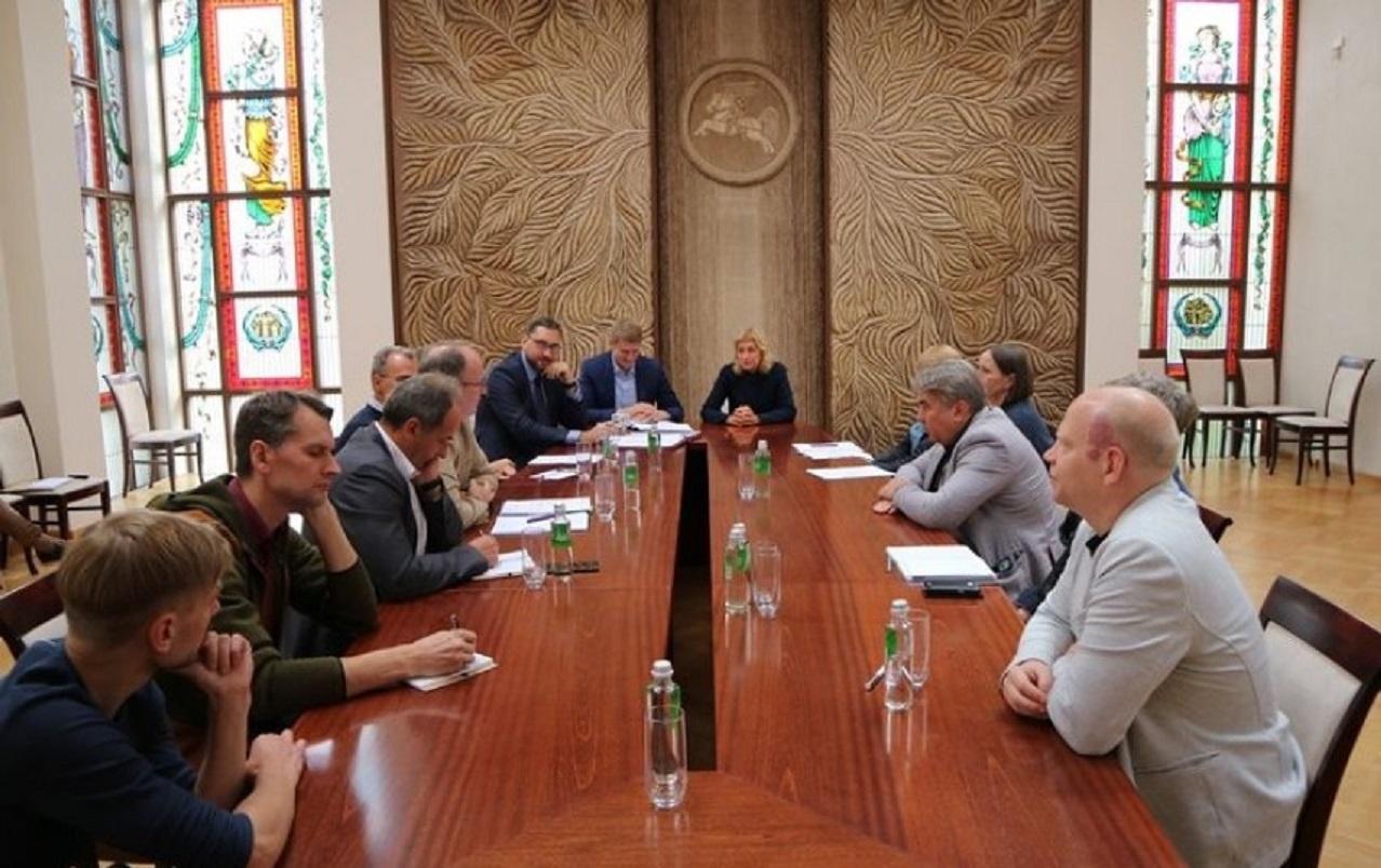 Kultūros ministrė susitiko su kultūros ir meno darbuotojų atstovais