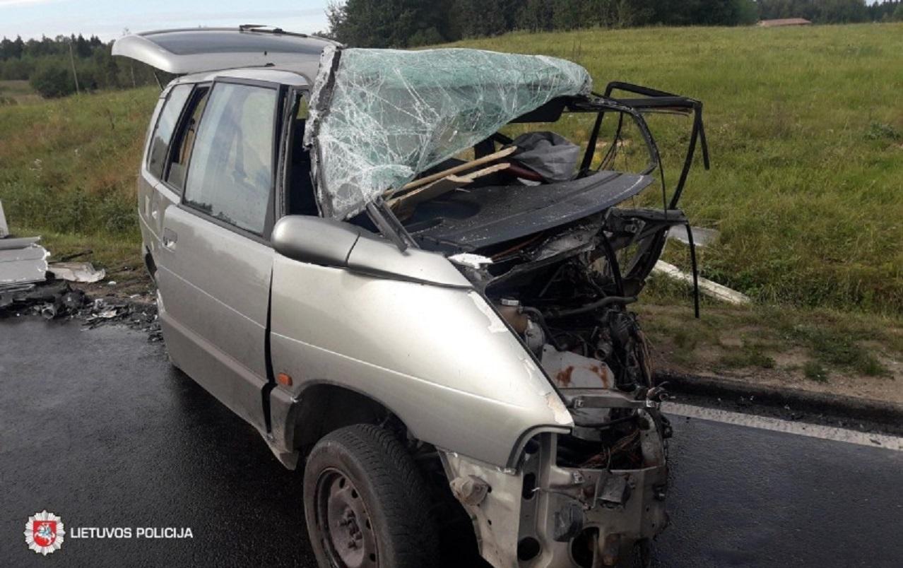 Savaitgalį neblaivaus vairuotojo sukeltame įvykyje žuvo žmogus, pusšimtis eismo dalyvių sužeista