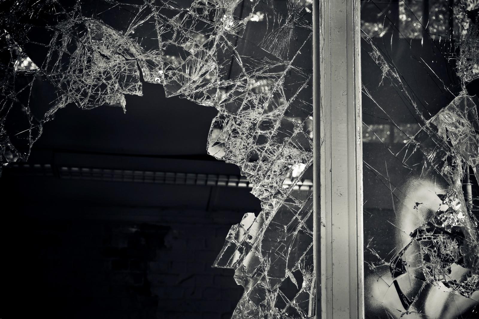 Pasvalietis daužė langus