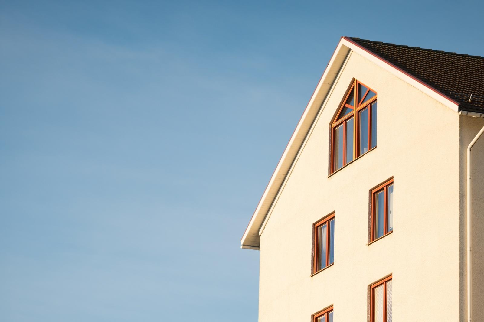 Žingsnis po žingsnio: fasado tinkavimas dekoratyviniu tinku