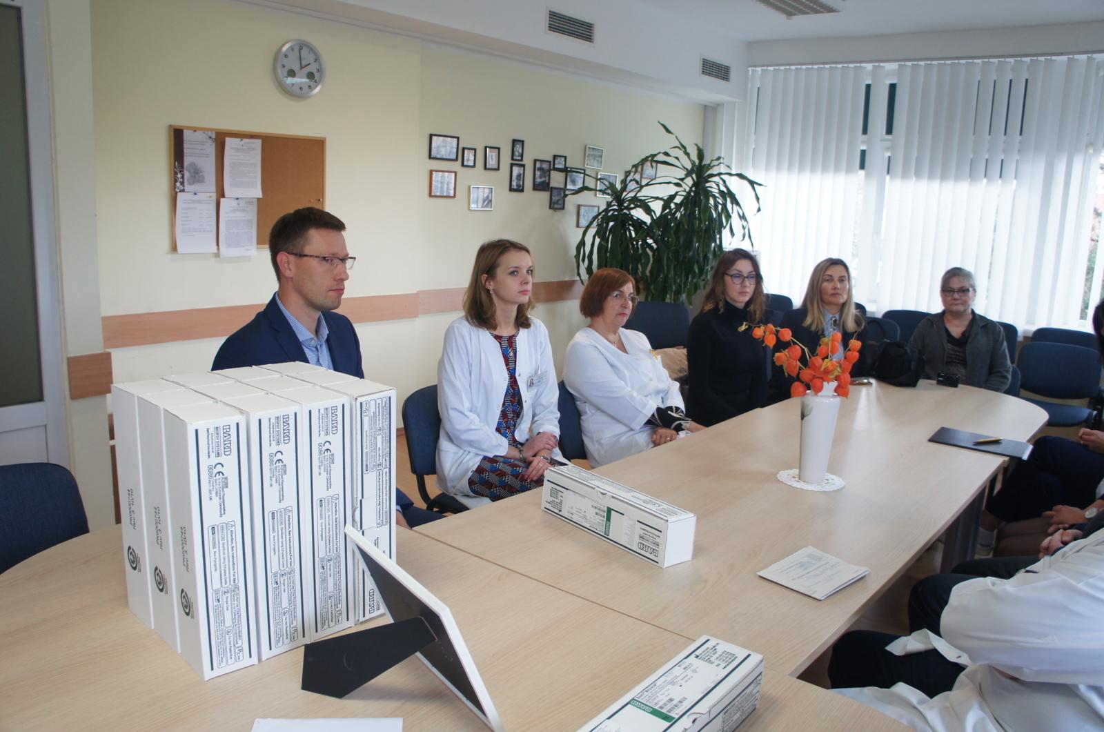 Onkologijos klinikai - Tarptautinės moterų organizacijos parama
