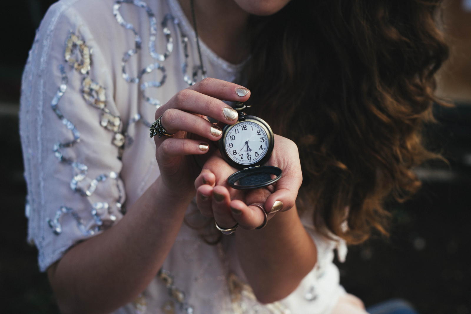 Laikrodžiai persukinėjami nebebus