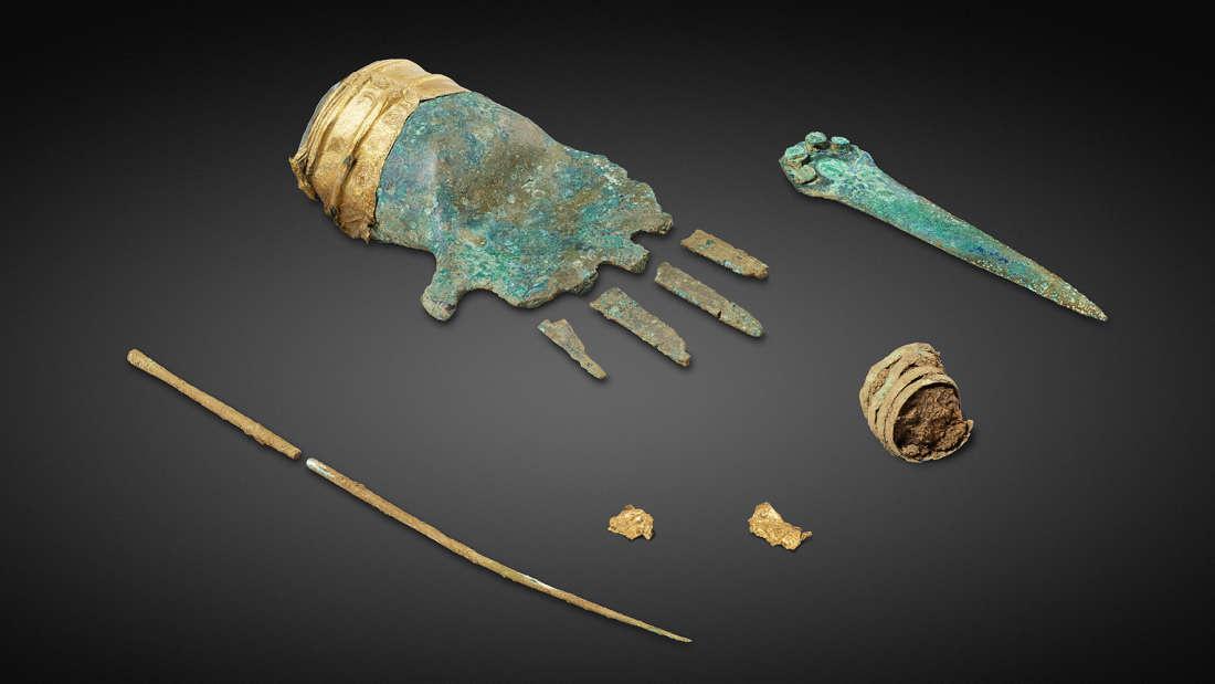 Neįtikėtinas archeologų radinys–  3 500 metų bronzinė ranka