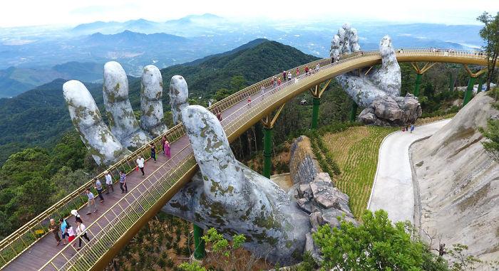 Vietname – kvapą gniaužiantis tiltas