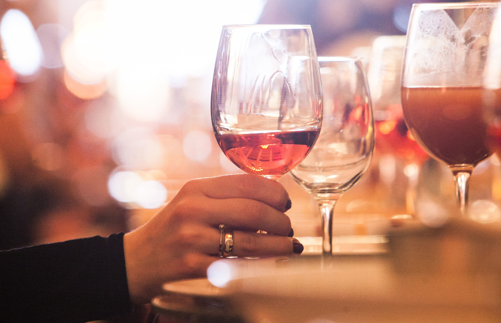 Svarstomos alkoholio draudimo korekcijos: jaunimas ir taip mažina vartojimą