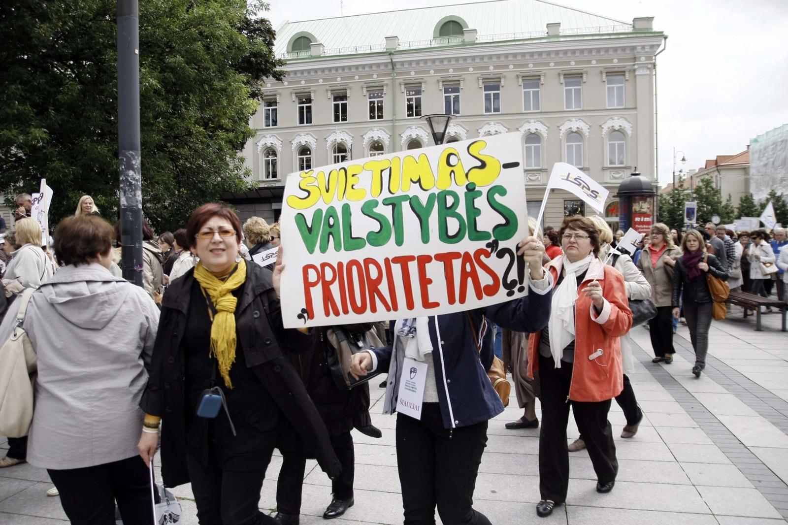 Nuo rugsėjo 1 dienos didėja pedagogų ir mokslo darbuotojų darbo užmokestis