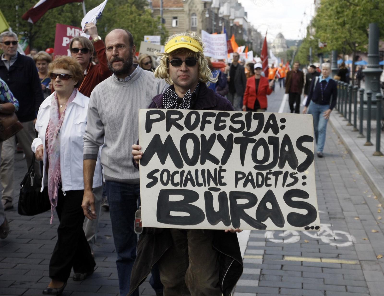 Švietimo ministerija tvirtina tęsianti derybas su profesinėmis sąjungomis