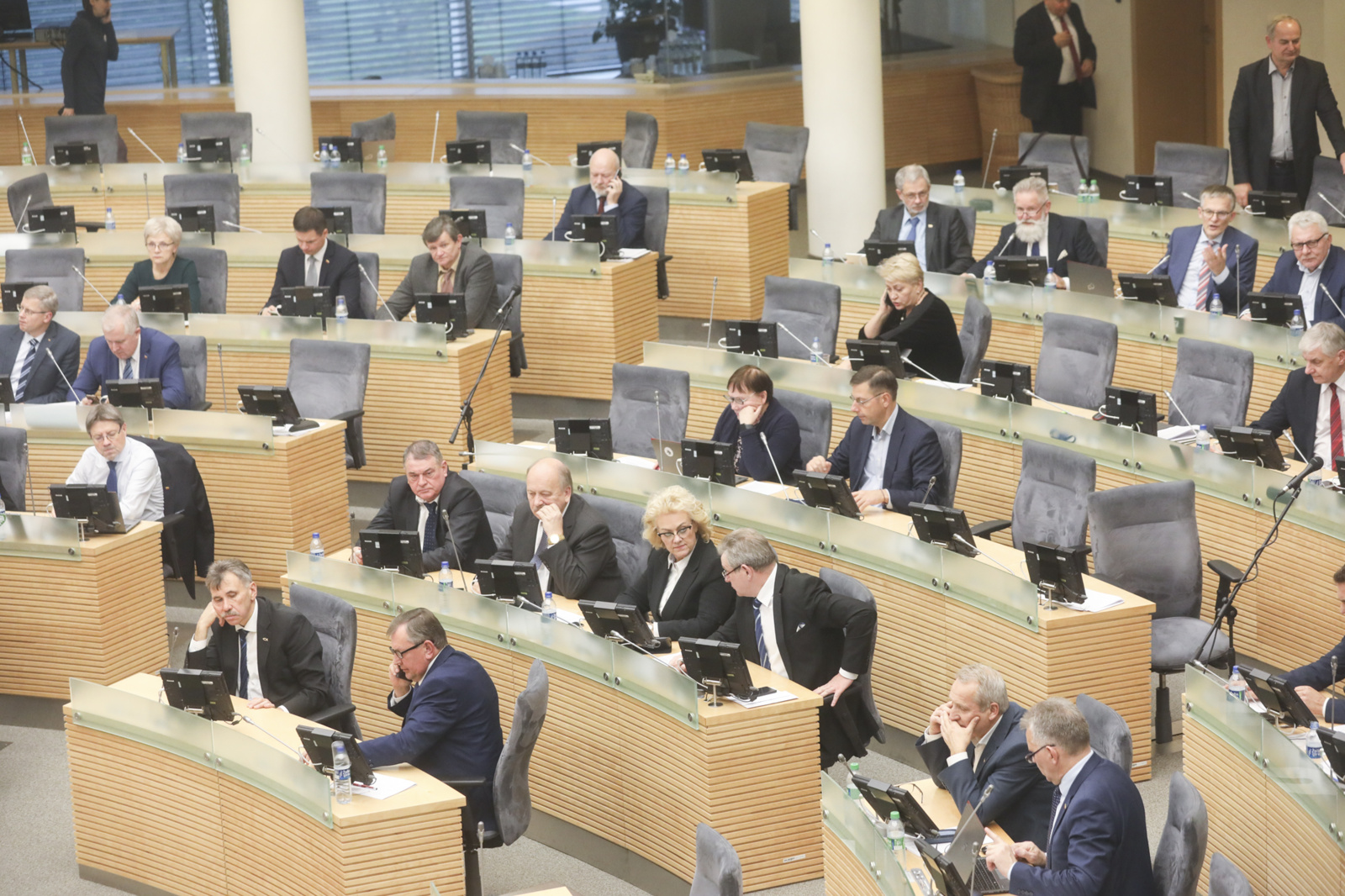 Rudens sesiją Seimas užbaigs žiemą