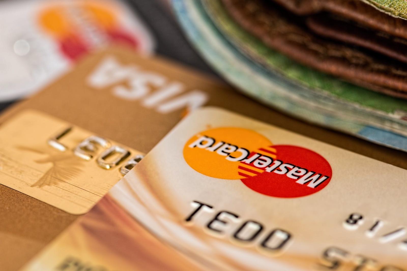Numatomi trikdžiai naudojantis mokėjimo kortelėmis