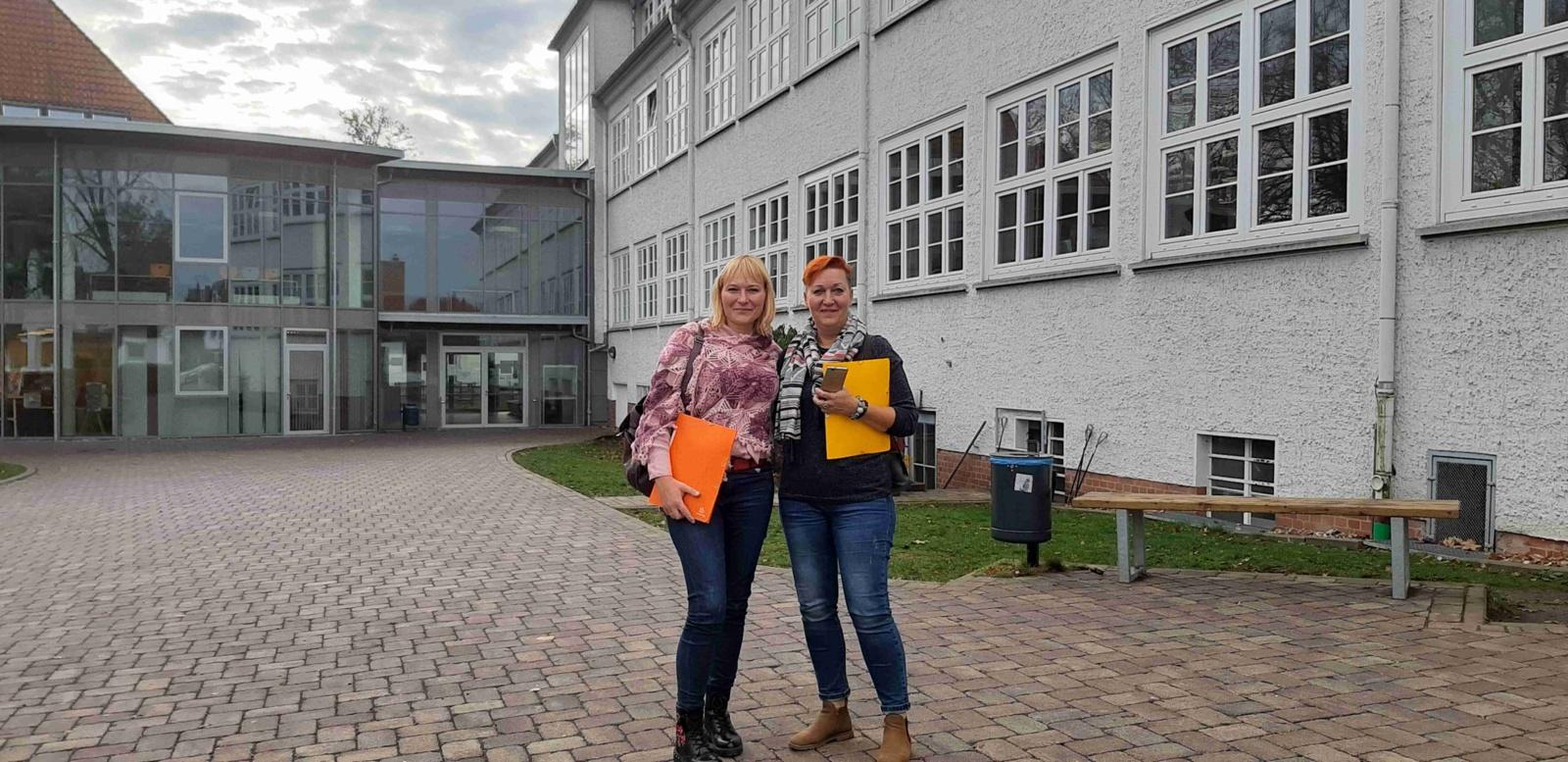 """Šiaulių sanatorinės mokyklos mokytojų vizitas Vokietijos Celės """"Oberschule"""" mokykloje"""