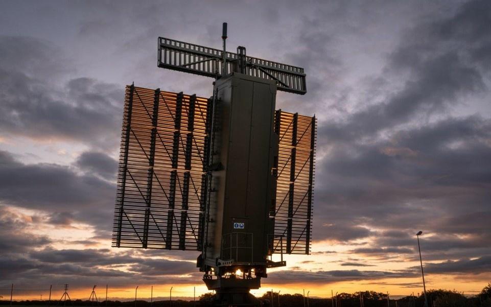 Lietuvos kariuomenė pradeda eksploatuoti vienus moderniausių radarų regione