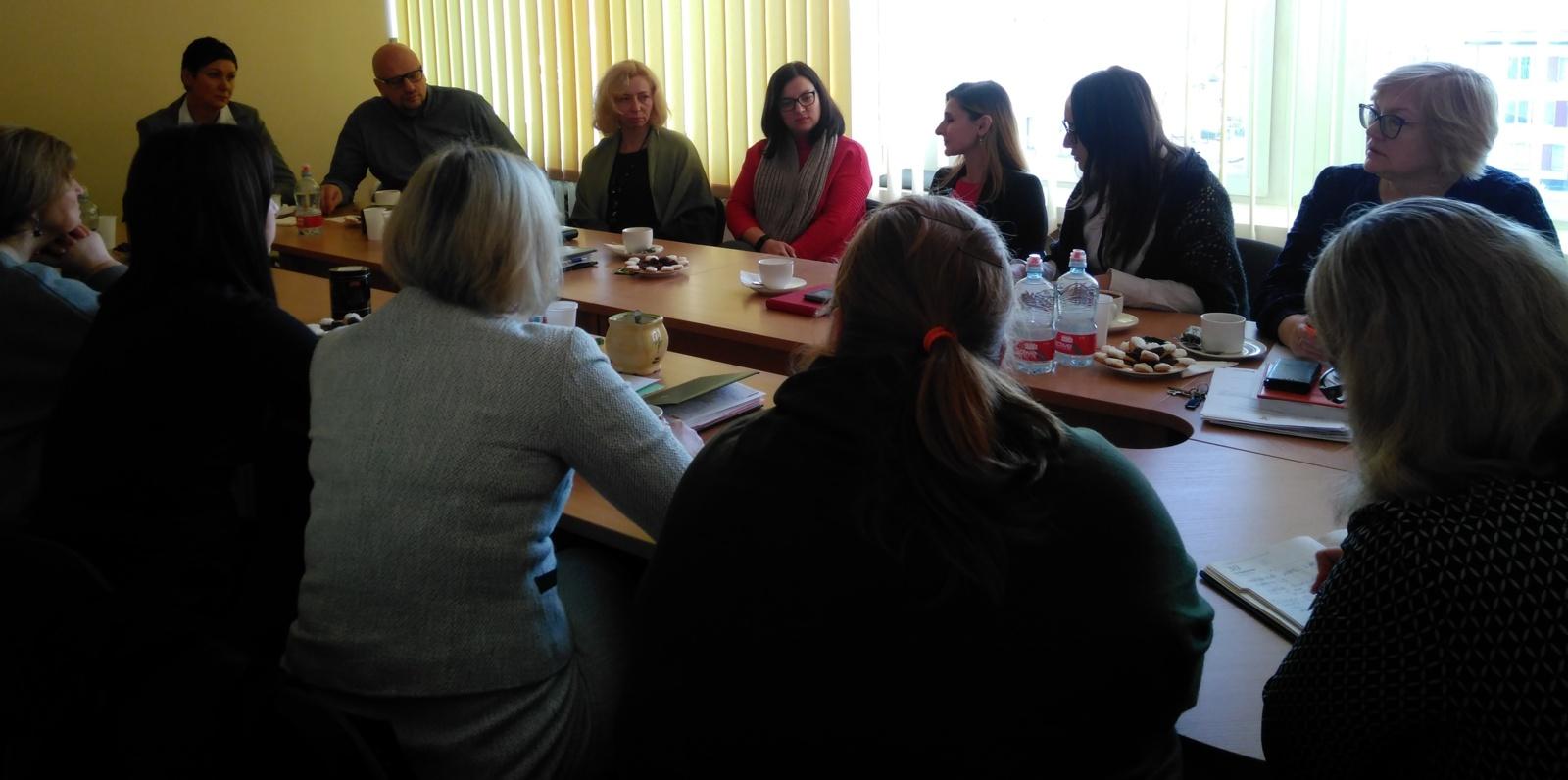 Šalčininkų rajone aptarta galimybė teikti paslaugas ne tik kalbantiems lietuviškai, bet ir rusiškai, lenkiškai