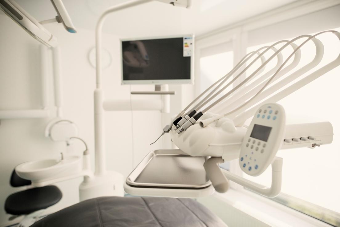 APOLONIA: čia rasite ir burnos chirurgą, ir ortopedą traumatologą