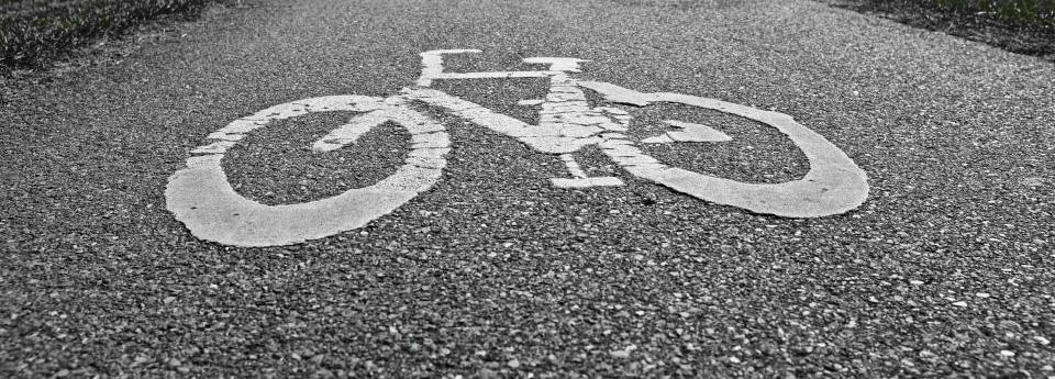 Po susidūrimo su dviratininku pėsčiajai lūžo ranka