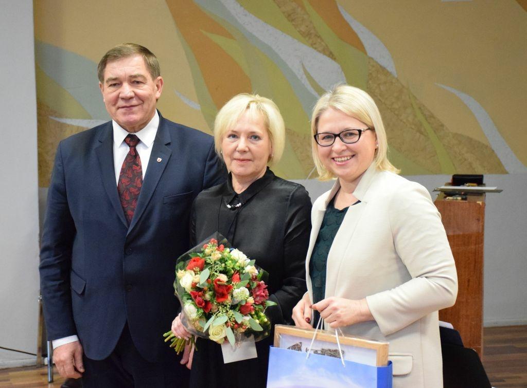 """Pasveikinta """"Vyturio"""" progimnazijos direktorė"""