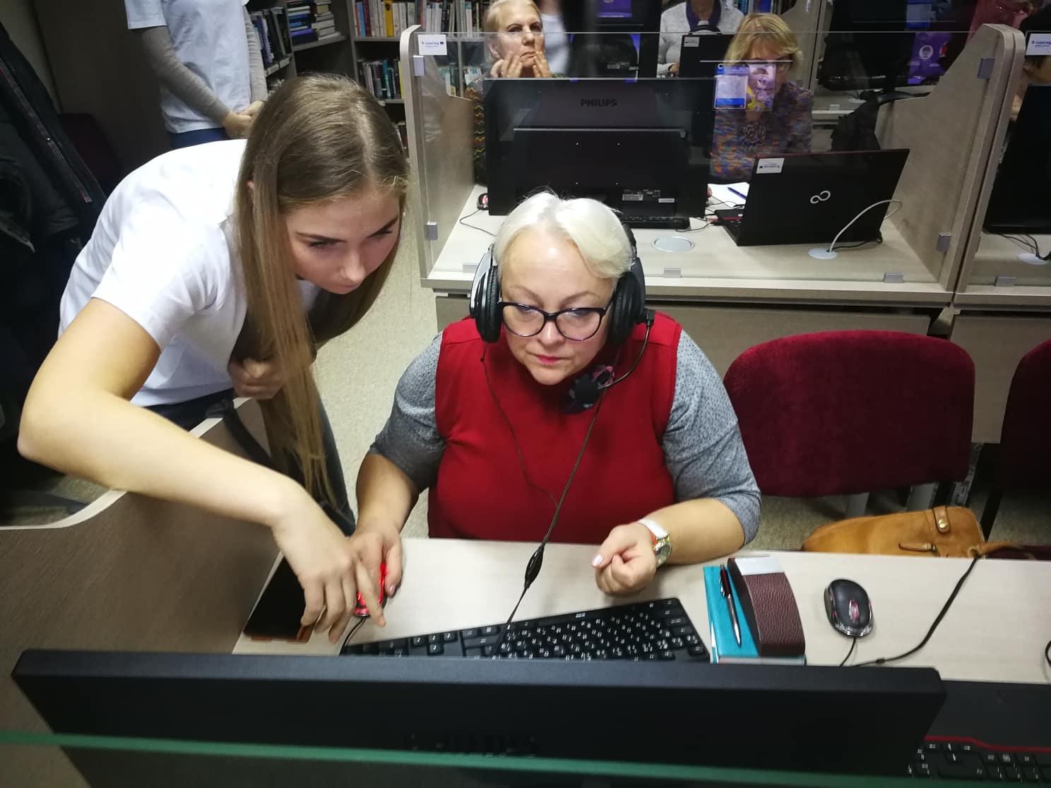 """Bibliotekoje vyko programos """"Mokomės vieni iš kitų"""" užsienio kalbų mokymai"""