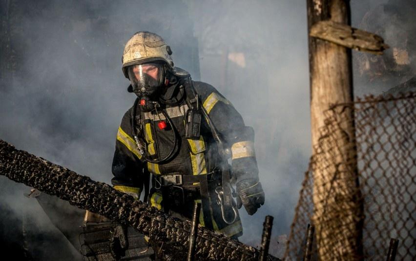 Varėnos rajone dega medienos perdirbimo įmonė