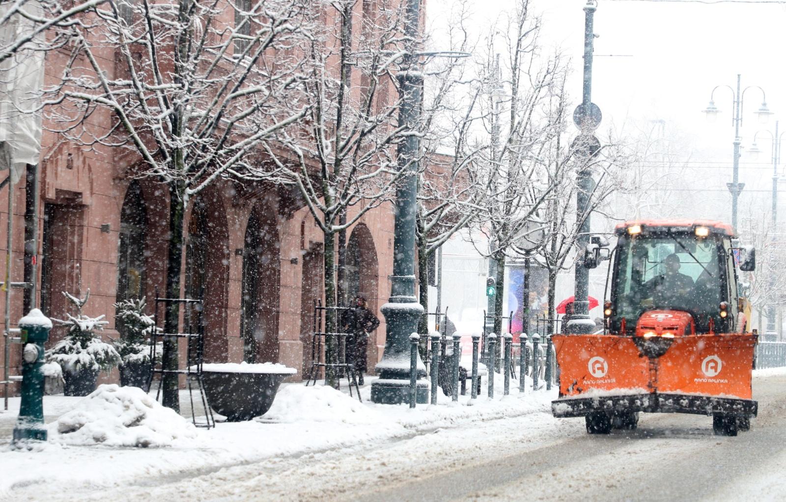 Išlaikyti žiemos egzaminą Vilniuje prireikė 11,5 tūkst. tonų druskos ir smėlio