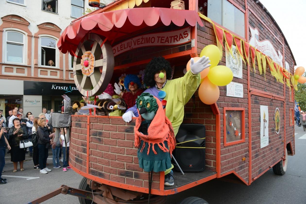 """Panevėžio lėlių vežimo teatras siūlo žiūrėti spektaklius """"Youtube"""" kanalu"""
