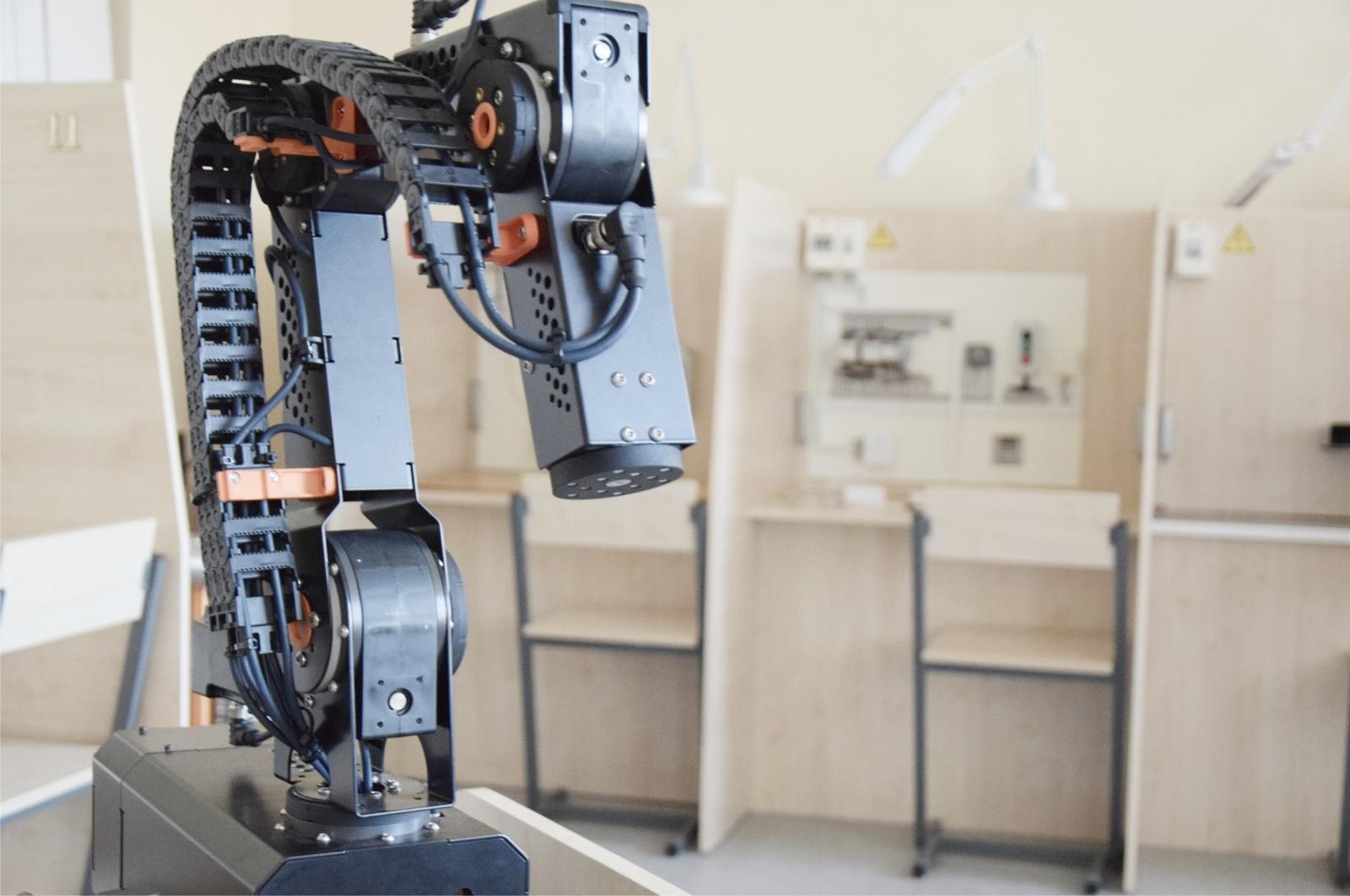 Moksleiviams organizuojamos robotikos pamokos