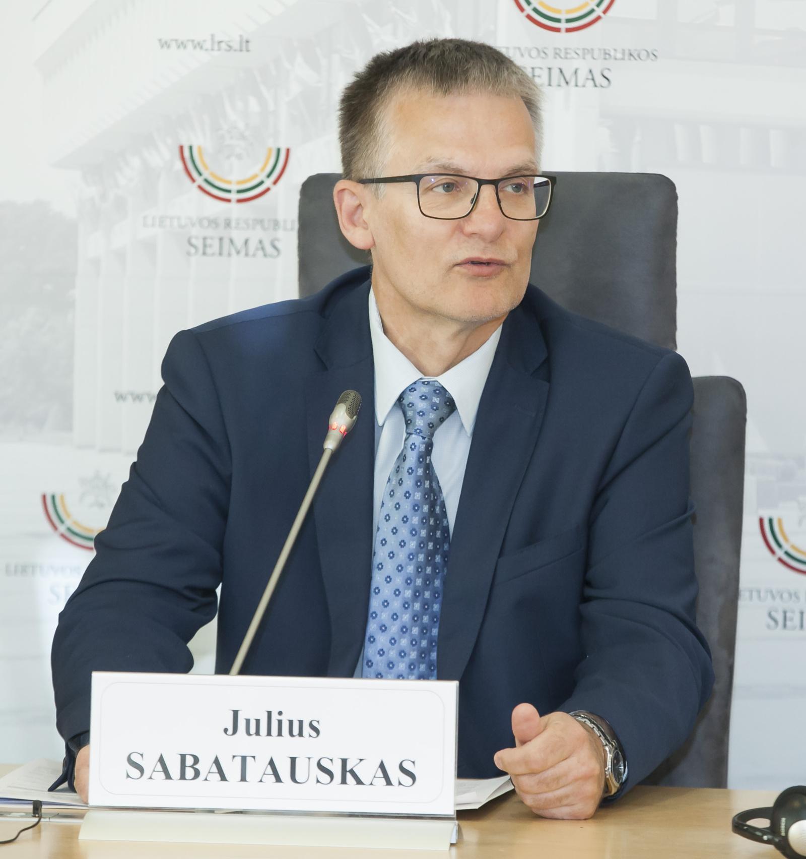 J. Sabatauskas siūlo įstatymo pataisas, įpareigojančios premjerą siūlyti naują ministrą per 15 dienų