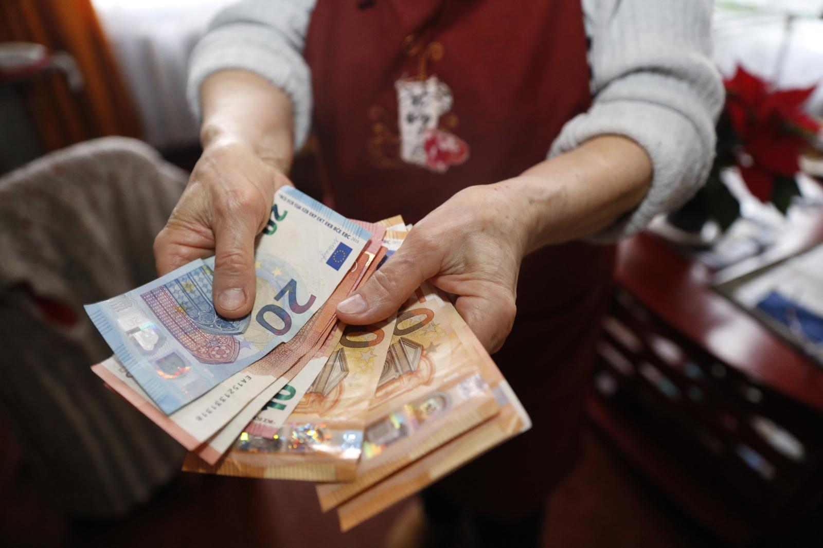 Vilniuje policininku apsimetęs sukčius iš moters pavogė 7 tūkstančius eurų