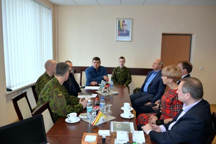 Tęsta diskusija dėl Pajūrio miestelyje steigiamo artilerijos bataliono