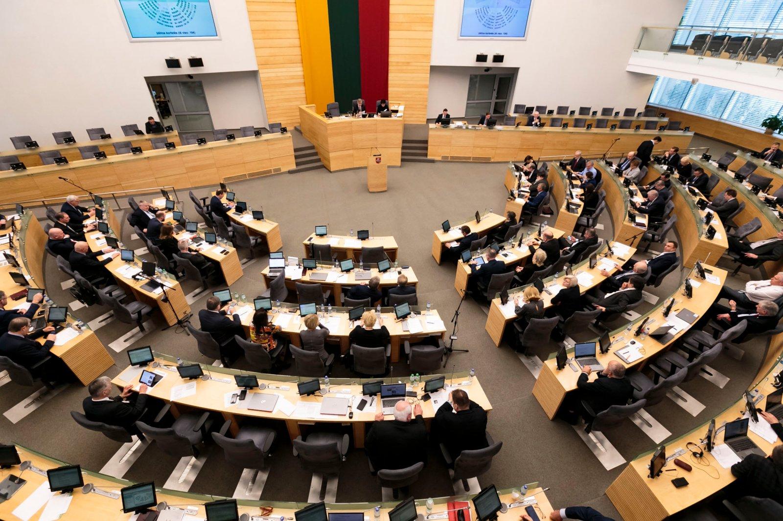 Opozicijos J. Narkevičiaus atsakymai neįtikino: išsiskyrė nuomonės, kaip elgtis toliau
