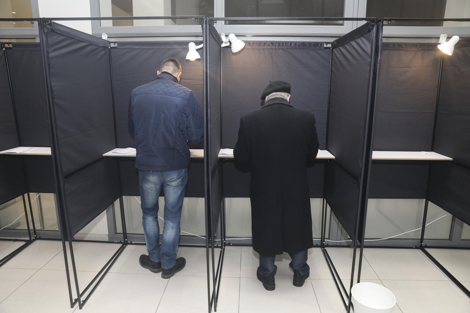 Rinkimuose Žirmūnų, Gargždų ir Žiemgalos rinkimų apygardose iki 17 val. savo valią pareiškė 16,67 proc. rinkėjų