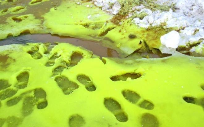 Žmonės pašiurpę: apylinkes nuklojo žalios spalvos sniegas
