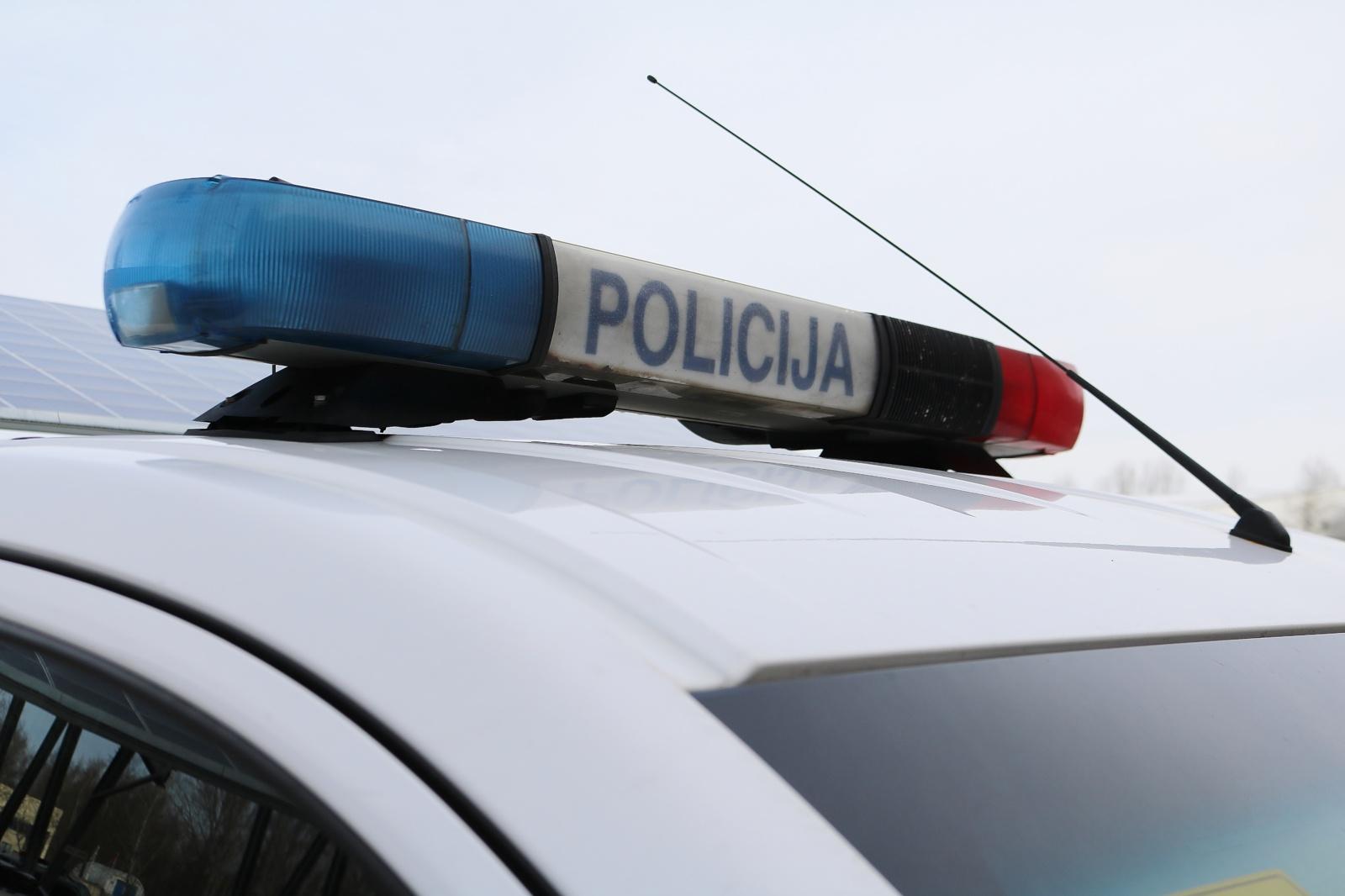 Kaune avariją sukėlė ir susižalojo teisės vairuoti neturintis motociklininkas