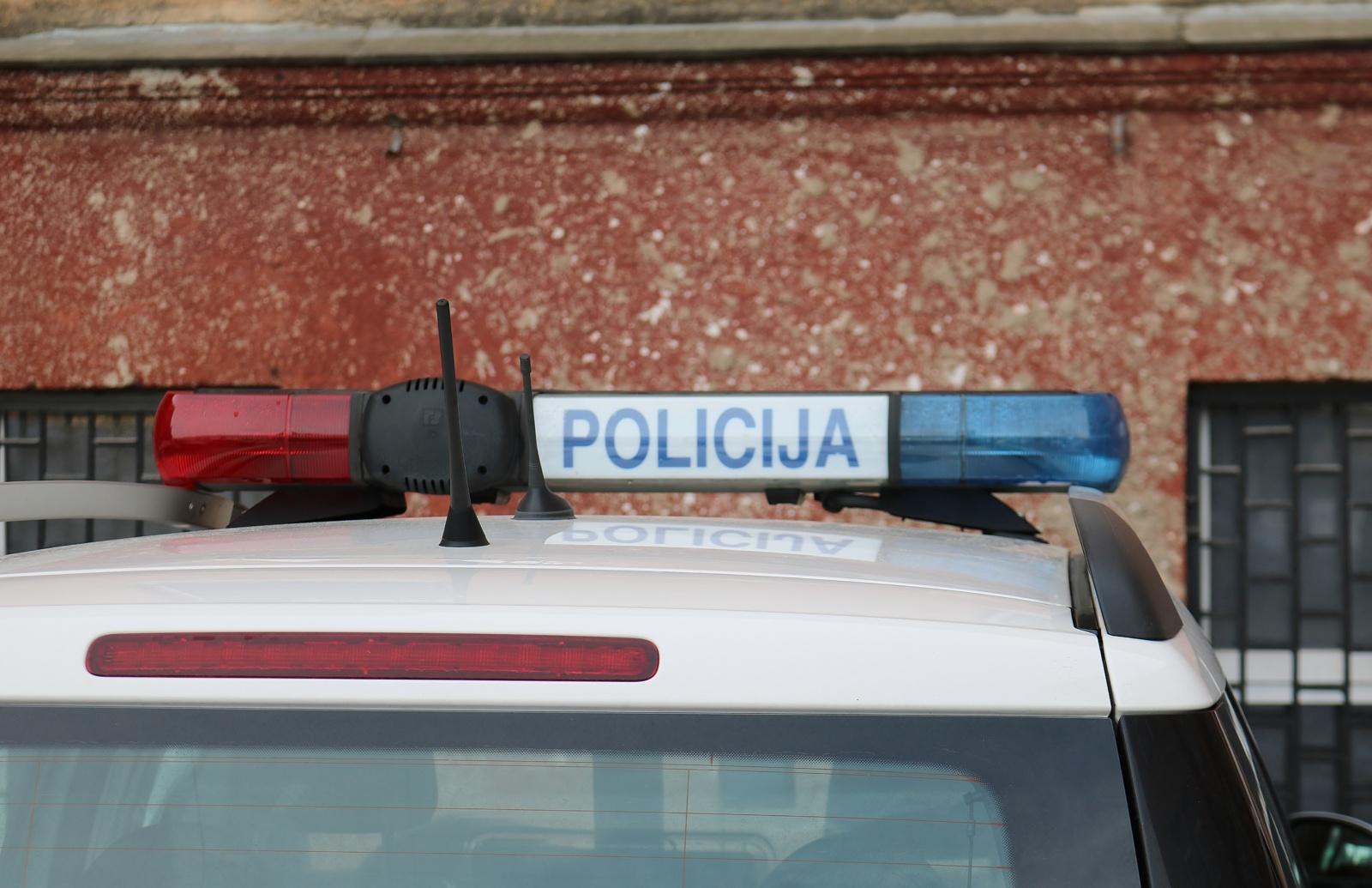 Partrenkęs senutę BMW vairuotojas pasišalino iš įvykio vietos