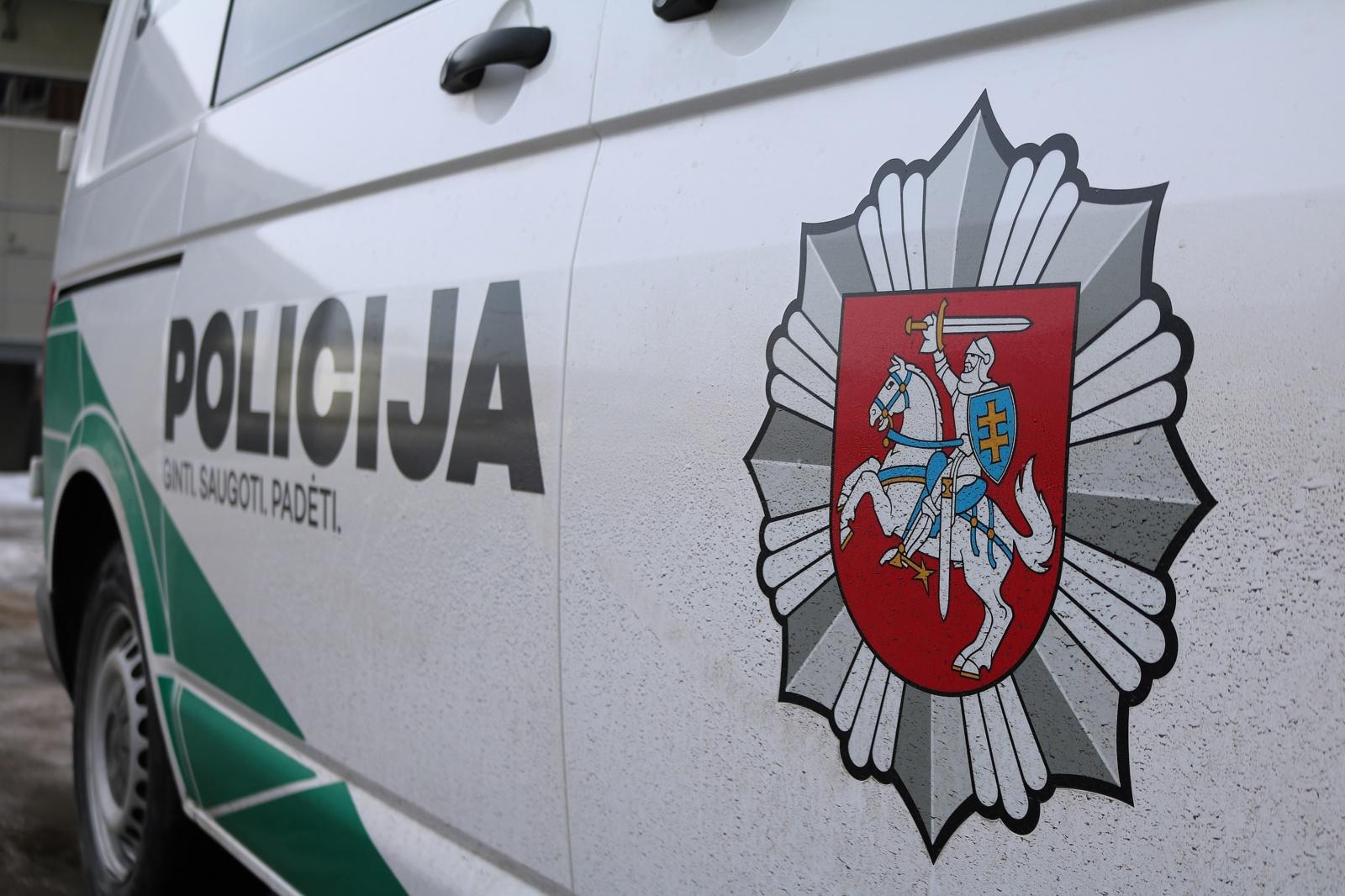 Ignalinoje girtas vairuotojas rėžėsi į geležinkelio pervažos atitvarus