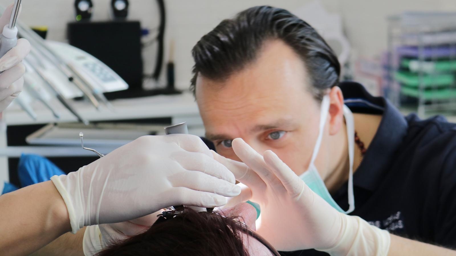 Naujovė Šiauliuose – dantų gydymas be baimės ir skausmo