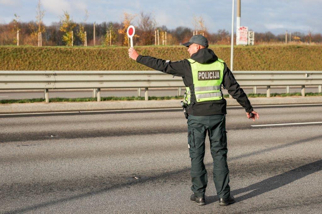 Jonavoje policijai įkliuvo daugiau nei dvigubai leistiną greitį viršijęs vairuotojas