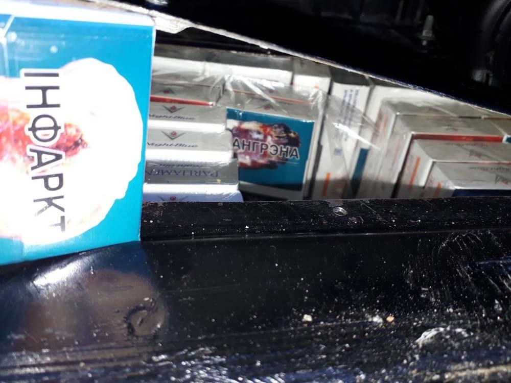 Kontrabandinius rūkalus baltarusis gabeno slėptuve ant ratų paverstu visureigiu