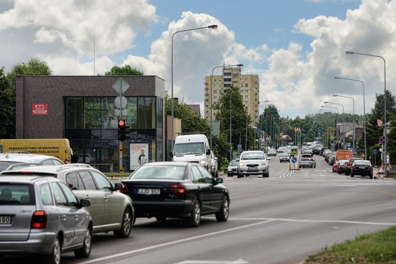 Panevėžyje mopedo vairuotojas rėžėsi į autobusą