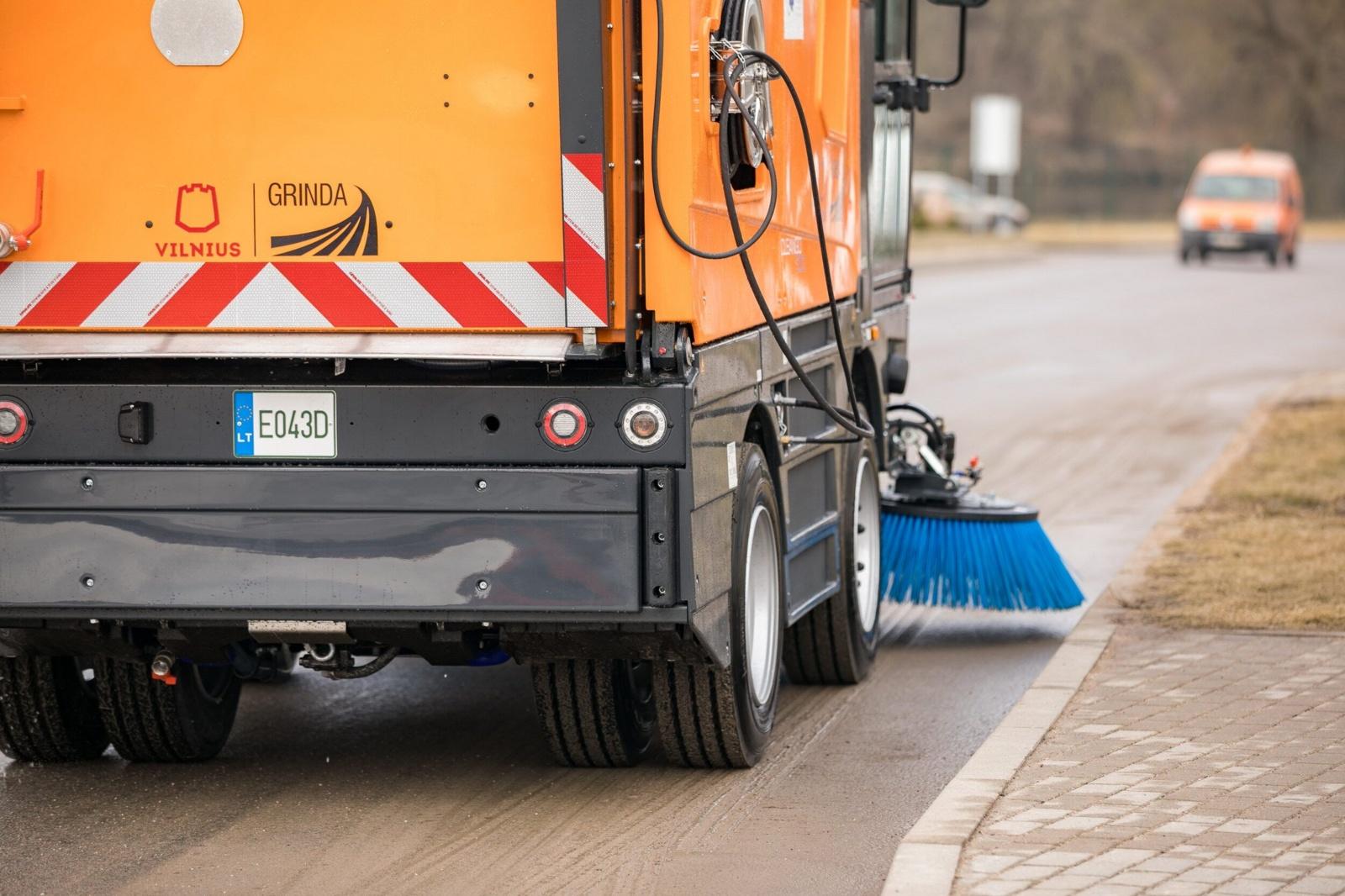 Iš sostinės gatvių išvalyta beveik 6 tūkstančiai tonų smėlio