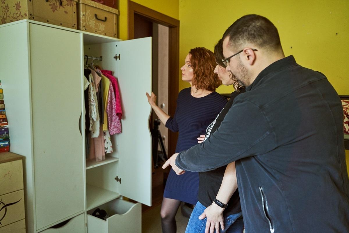 Vienas kambarys ir trys vaikai: kaip suderinti patogumą, estetiką bei saugumą?