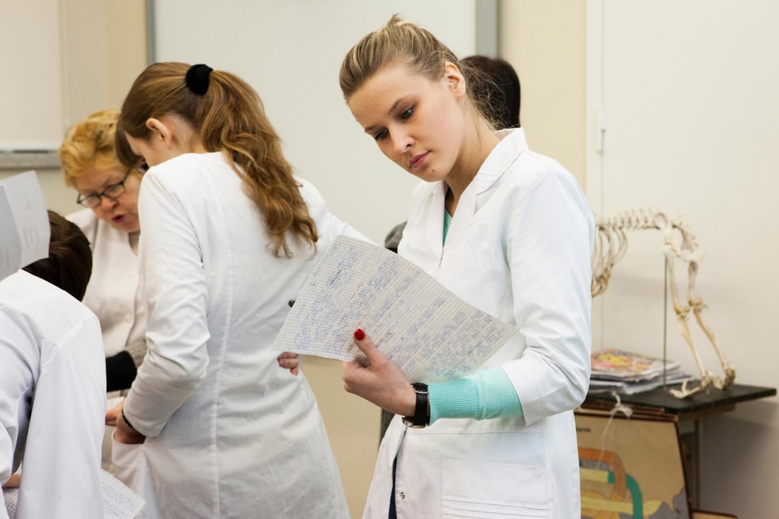 Gydytojams rezidentams bus išmokėtos vienkartinės išmokos