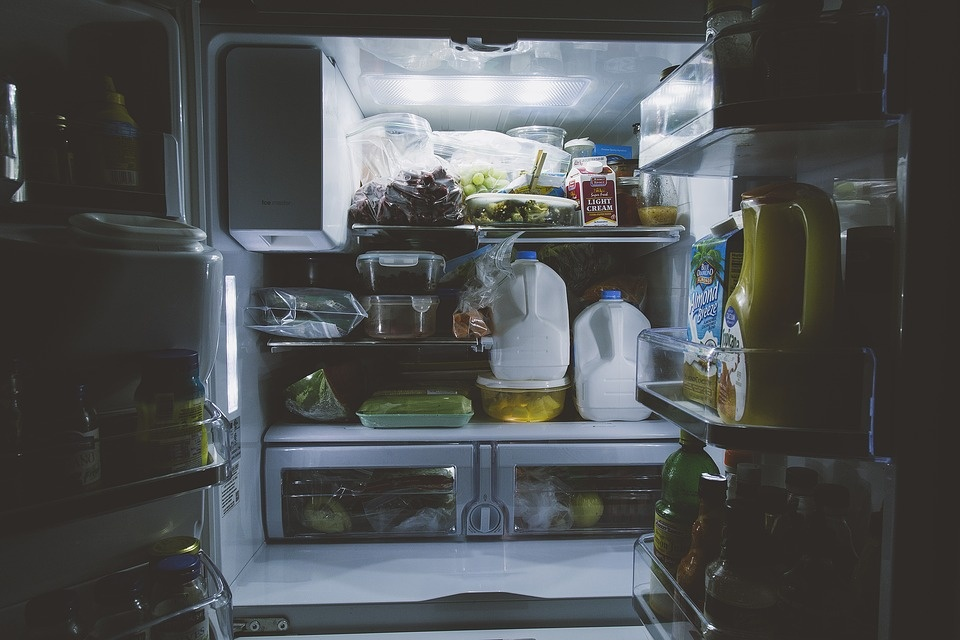 Maisto sergėtojas – šaldytuvas: kaip palaikyti jame tvarką?