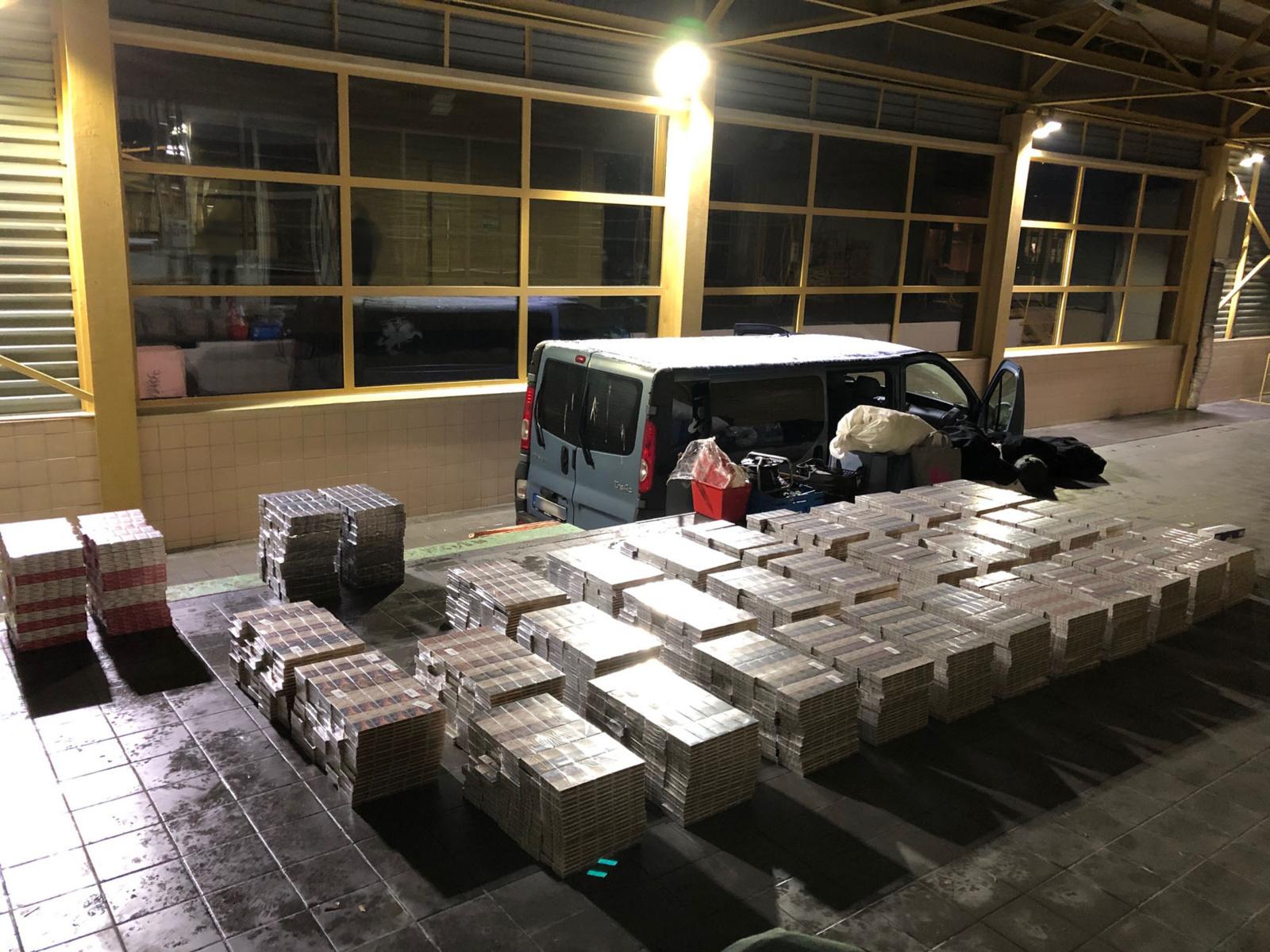 Iš pasieniečių pavogta 500 dėžių konfiskuotų cigarečių