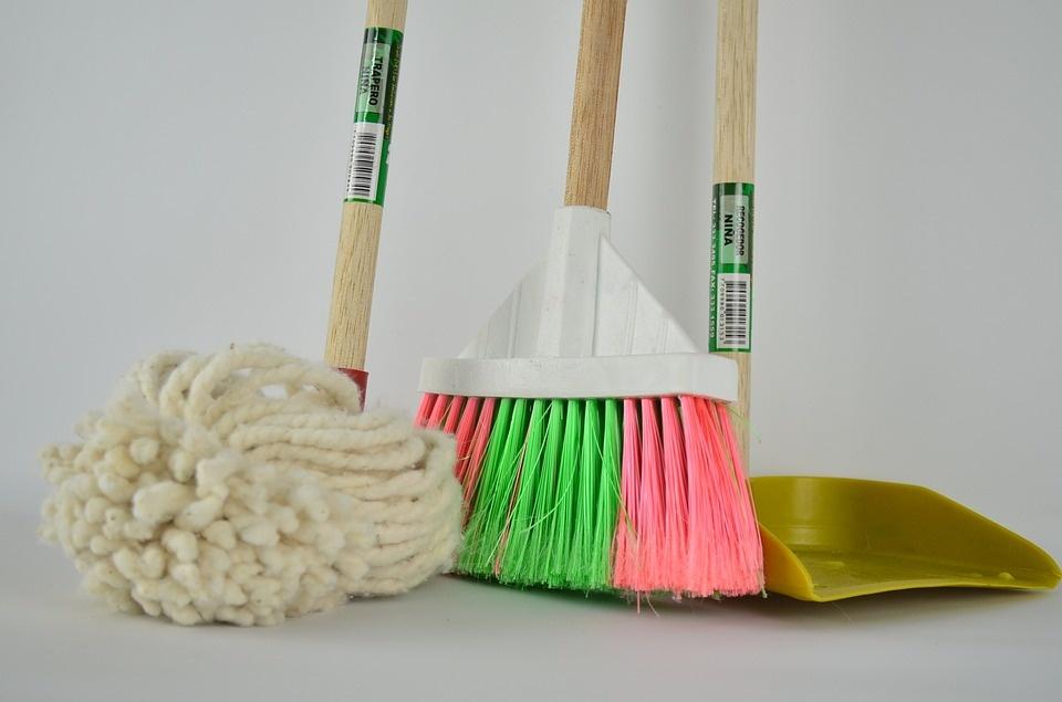 Laikas čiupti šluotą: kokie pavojai sveikatai slypi nešvariuose namuose