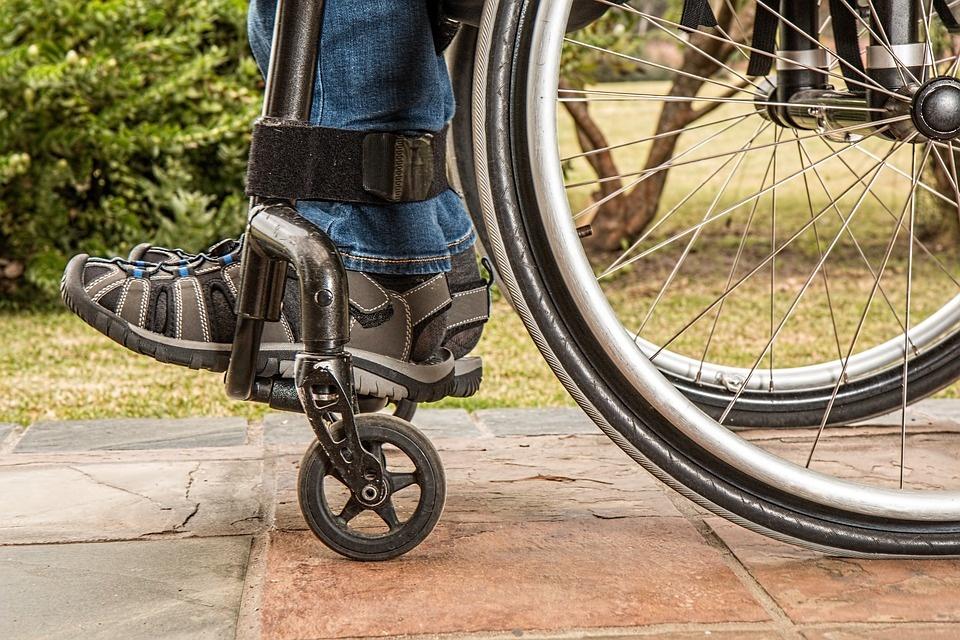 Apklausa: darbdaviai dėl neįgaliųjų įdarbinimo pasidalinę beveik po lygiai
