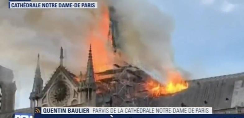 Paryžiaus Švč. Dievo Motinos katedroje kilo gaisras, nugriuvo jos smailė (vaizdo įrašas)